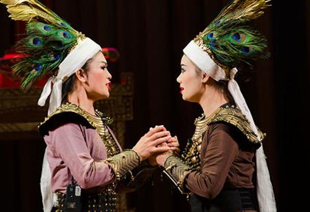Toa-dam-Cheo-va-khan-gia-hom-nay-qua-vo-dien-Vuong-nu-Me-Linh15